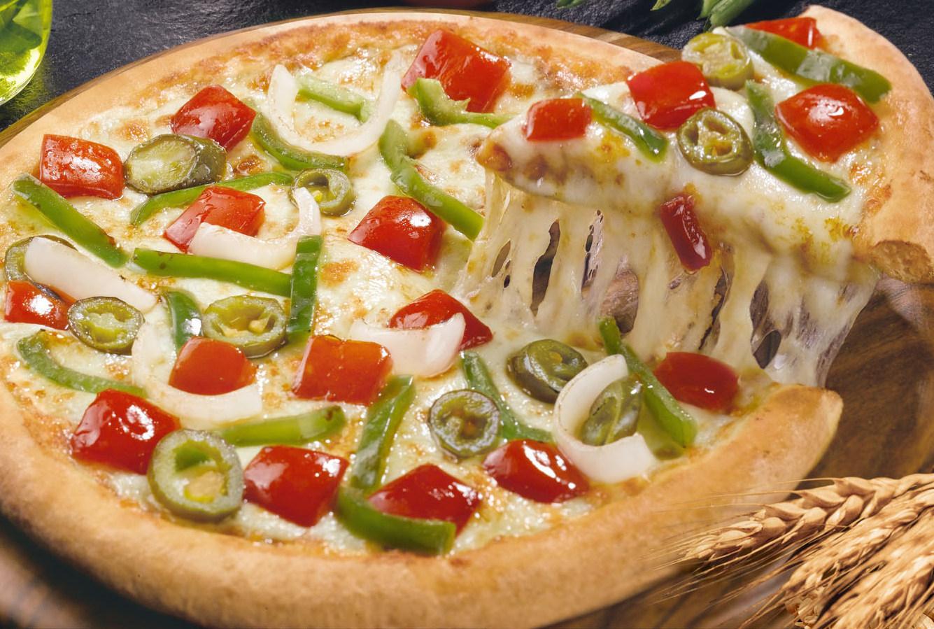 Tomato, Onion & Capsicum Pizza