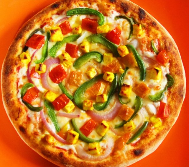Baby Corn Tomato & Capsicum Pizza